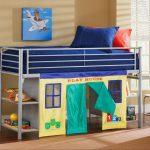 Металлическая кровать с игровым домиком