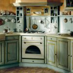 Необычная кухня с встроенным духовым шкафом в стиле прованс