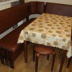 Необычный коричневый уголок для кухни