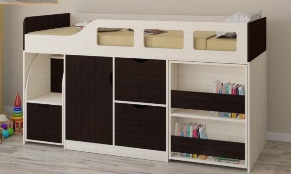 Кровать-чердак с выкатной лестницей и шкафчиком
