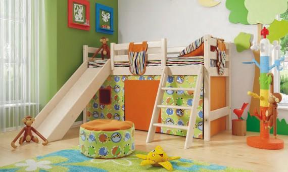 Низкая кровать Соня с наклонной лестницей и горкой