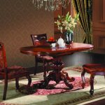 Обеденный стол и стулья из красного ореха