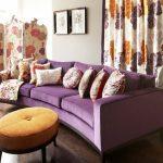 Оранжевый и фиолетовый для оформления уютной и светлой комнаты