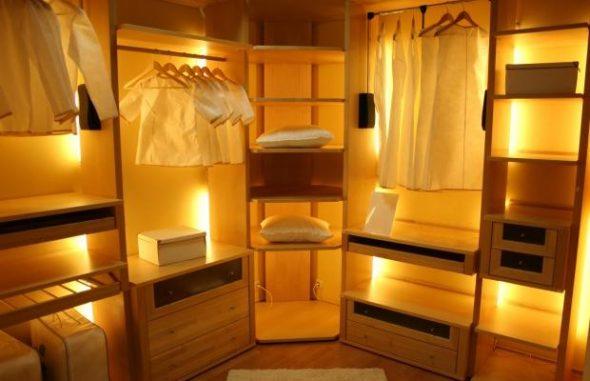 Освещение каждой зоны гардеробной