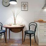 Овальный стол для маленькой стильной кухни