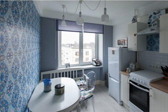 Овальный стол в интерьере маленькой кухни