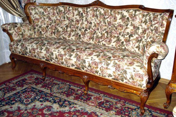 Перетяжка старинного дивана своими руками