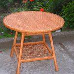 Плетеный уличный столик