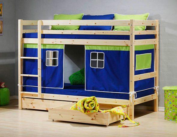 Пример детской кровати с домиков внизу