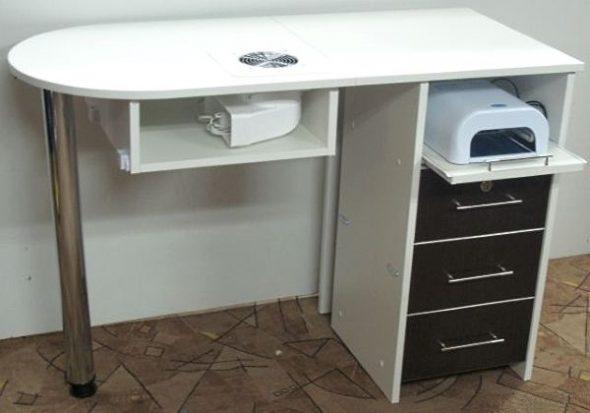 Пример маникюрного стола с вытяжкой