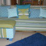 Полосатый диванчик с пуфиком