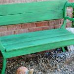 Простая зеленая скамейка