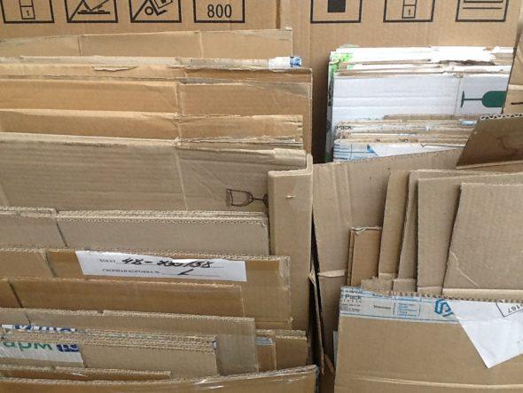Пустые картонные коробки