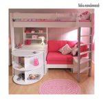 Розовая кровать чердак с диваном и рабочей зоной