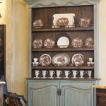 Шикарный деревянный буфет для стильной кухни