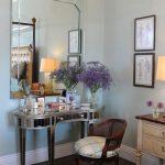 столик для макияжа современный