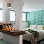 столик для макияжа в спальне