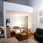 Спальня на 2 и гостиная на 1 ярусах в малогабаритной квартире