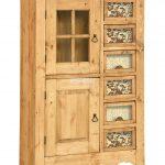 Старинная деревянная мебель на кухню
