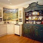 Старинный кухонный буфет