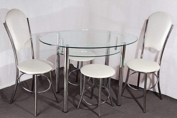 Стеклянный стол со стульями двух видов