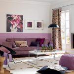 Стильная и уютная гостиная с камином