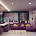 Стильная комната с диваном в фиолетовом цвете