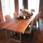 Стол для просторной столовой из темного испанского ореха