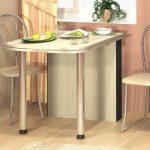 Стол и стулья для маленькой кухни