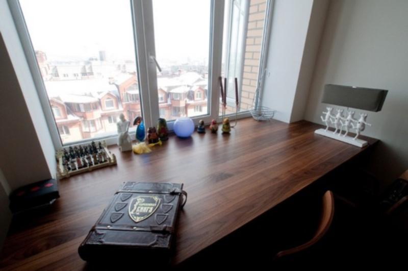 стол подоконник в детской