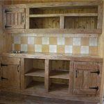 Светлая кухня из дерева для дачи