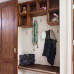 Свежие идеи для ремонта маленькой прихожей и коридора
