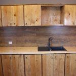 Типичная кухня из дерева