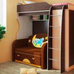 Удобная и недорогая кровать-чердак с диваном внизу