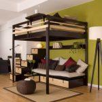 Удобная кровать-чердак с диваном внизу