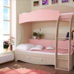 Уютная и нежная комната с кроватью-чердак