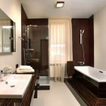 Ванная комната с сантехникой необычной формы и оформления