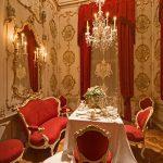 Завтрак в комнате в стиле барокко