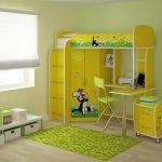 Желтая кровать-чердак для стильной детской