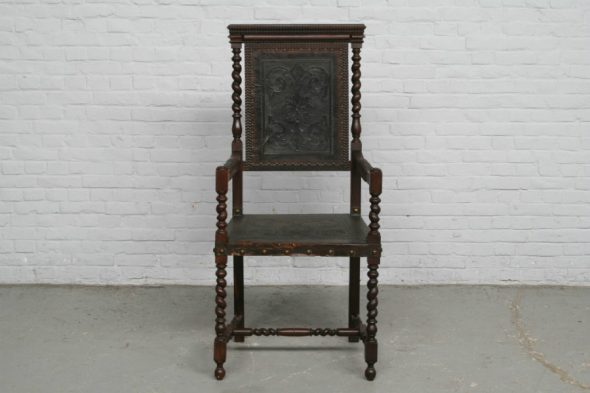 Антикварный резной стул