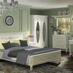 Белая мебель для спальни в стиле барокко