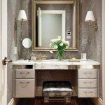 Бело-золотистый туалетный столик с зеркалом