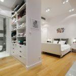 Белый шкаф-перегородка для спальни