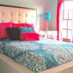 Большая и удобная двухспальная кровать с мягким изголовьем