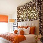 Большая красивая кровать с мягким изголовьем