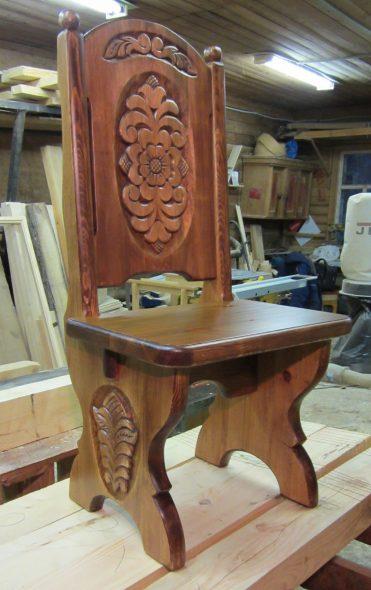 Деревянный резной стул