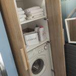 Деревянный шкаф для ванной