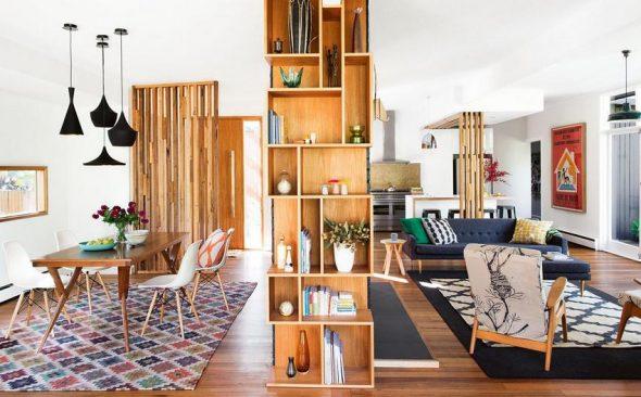 Большой деревянный шкаф-перегородка