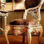 Деревянный стул необычной формы