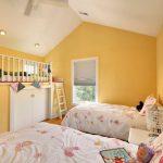Детская комната для девочек на мансардном этаже